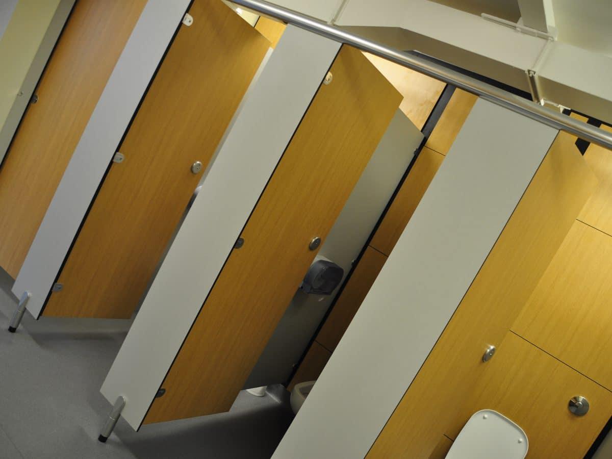 dunhams challenger toilet cubicle door