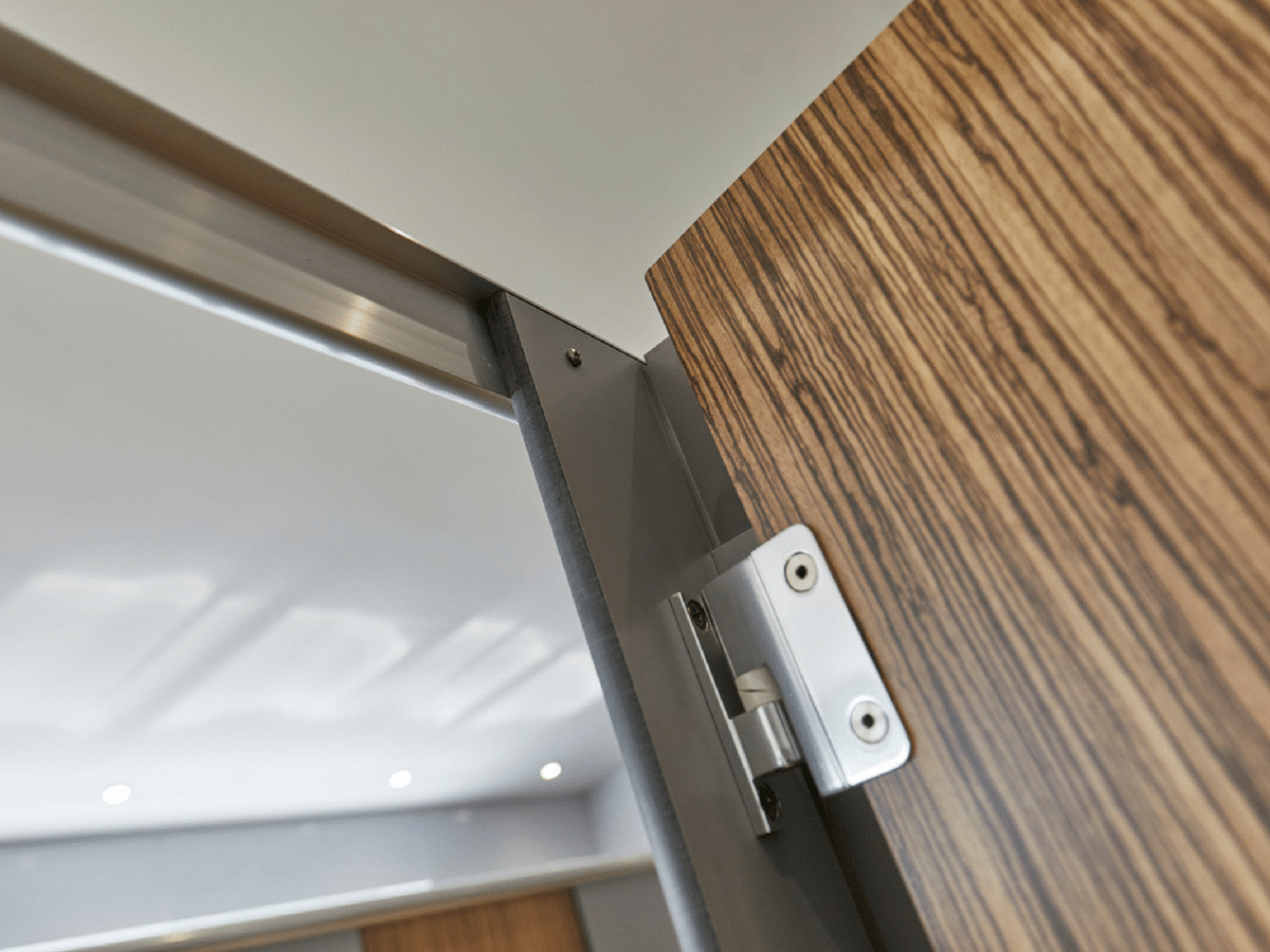 Challenger cubicles close up - hinge